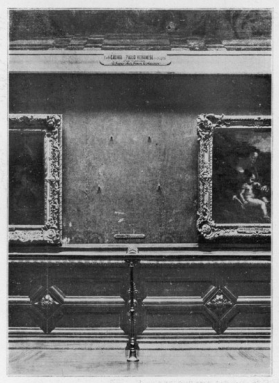 MONA LISA The gap on the wall of the Carre Gallery of the Louvre Museum, Paris, where the Mona Lisa was exhibited before it was stolen - L''Illustration 26 August 1911 (page 166). - Mary Evans Picture Library/Everett Collection (ME10031014)